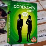 Codenames Duet review: zoek contact met je spionnen